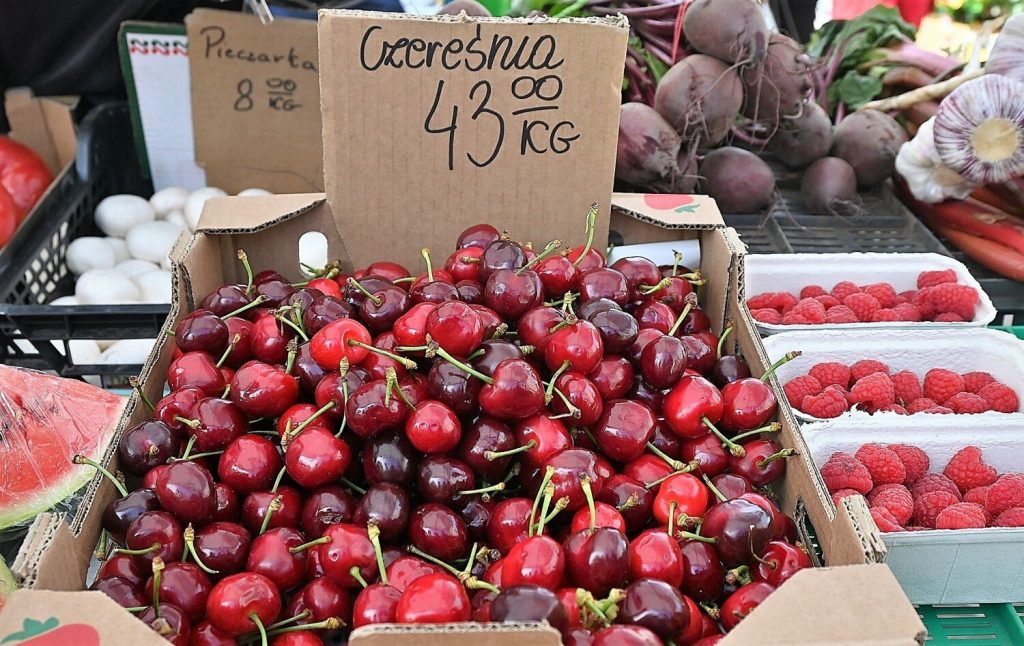 On the market in Olkusz.  Prices for vegetables and fruits.  Strawberries and cherries are expensive in stalls for 43 PLN!  There was also ... rabbits.  look at the pictures
