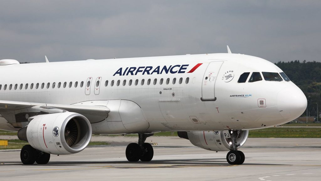 Air France cancels its flight to Moscow.  Russia did not agree to change course News of the World