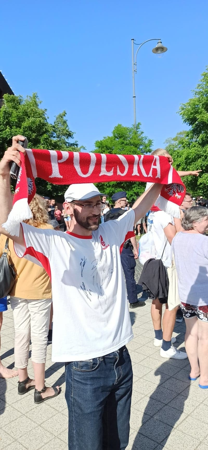 A Poland fan greets staff in front of the Marriott Hotel in Sopot / INTERIA.PL