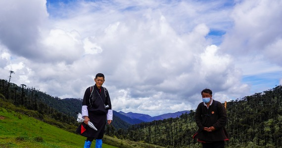 Bhutan: The King is patrolling the country and warns people about the Corona virus
