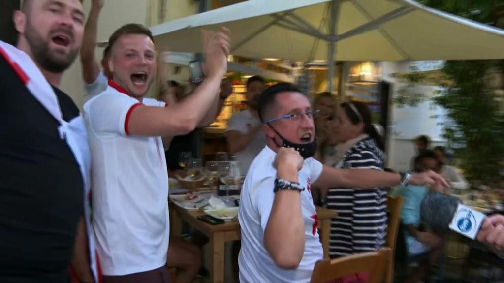 """European Nations Championship 2020. The poles of Seville.  TVN24 reporter launched a """"battle"""" of cheers"""