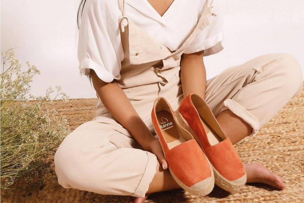 These shoes will be very fashionable this summer!  It is still a popular brand selling, so buying now will save a lot.  Here are our top 18