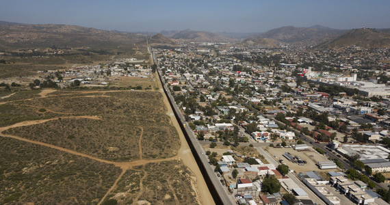 USA: A large influx of immigrants to the border.  'They are mostly bankers and doctors'
