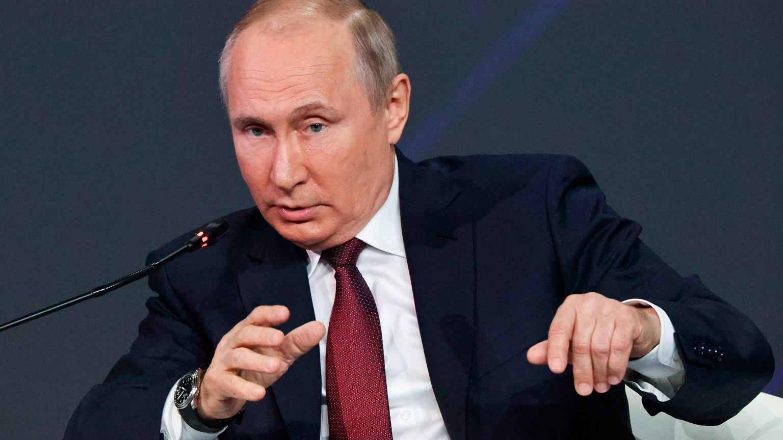 North Stream 2. Putin: The first thread is ready.  The gas pipeline connection will be completed by the end of this year.  In the photo, Russian President Vladimir Putin at the International Economic Forum in St. Petersburg (June 4, 2021)