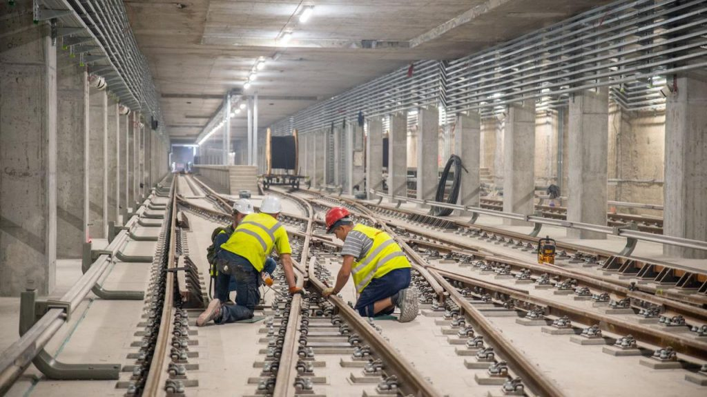 Warsaw.  The city gets a loan to complete the construction of the second metro line خط