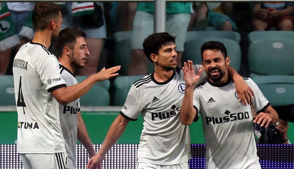 Legia Warsaw with the promotion to the third round of the English Premier League.  LM!  The Polish champion is confident of playing in football cups