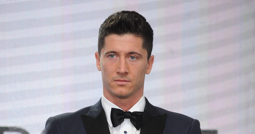 Robert Lewandowski showed off an adorable photo with his daughters in the pool.  Euro 2020