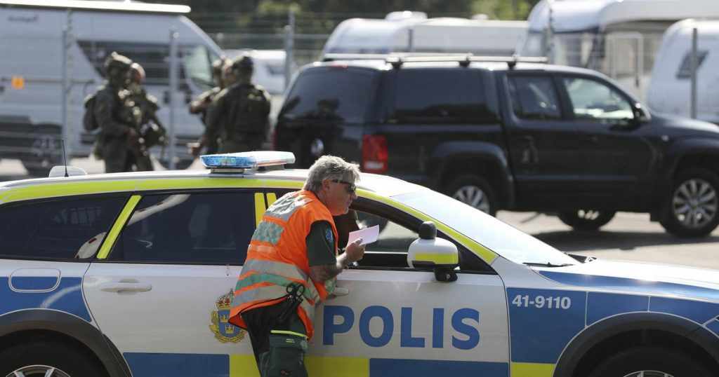 Sweden: Convicted murderers taken hostage.  They have pizza kebab