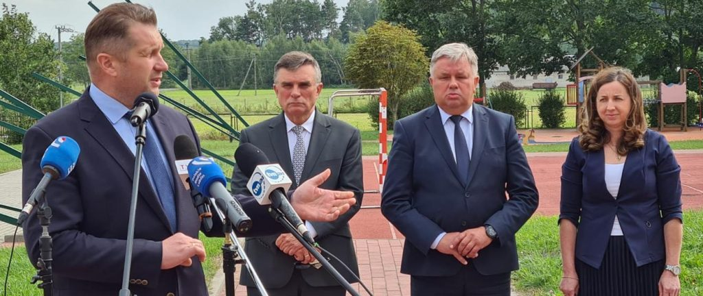 The visit of the Minister of Education and Science to the municipality of Kochiv - Financial support for a school damaged as a result of the storm - Ministry of Education and Science