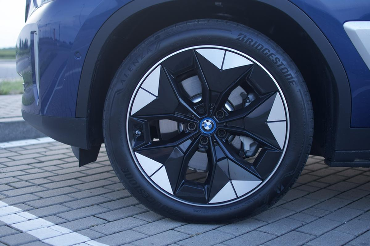 Futuristic rims are one element that distinguishes the electric iX3 from the traditional X3.