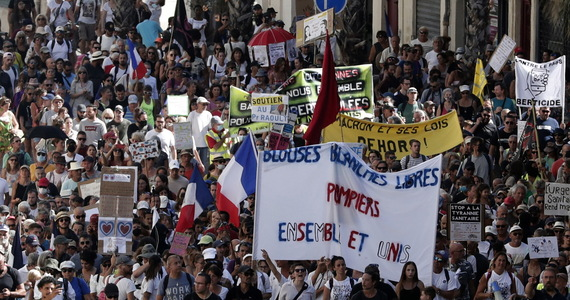France: about 160,000 people protest health passports