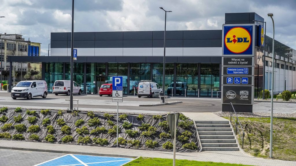 Lidl will open on Sunday?  You watch Pedronka's decisions.  'We're losing business on this'