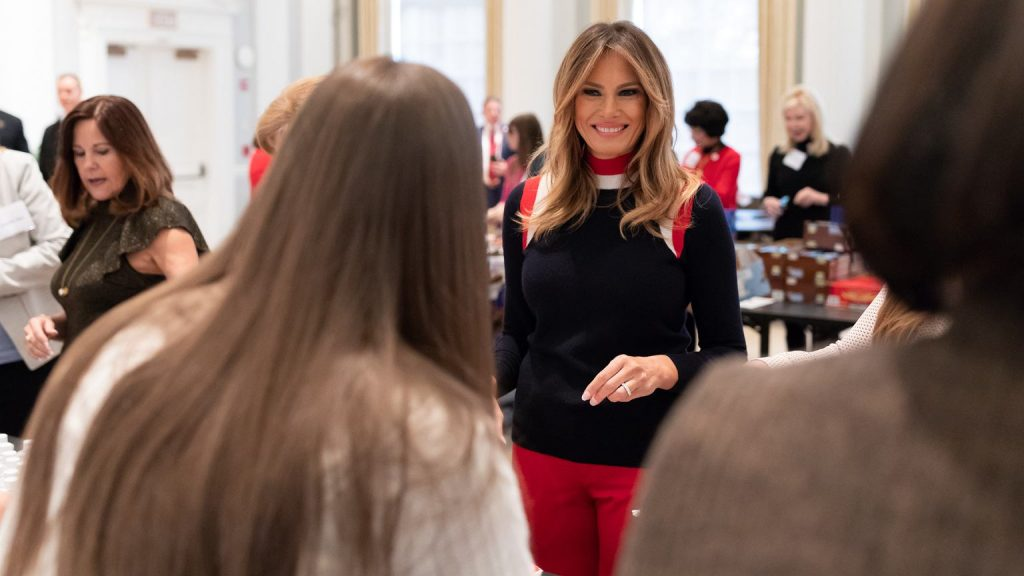 """A former spokeswoman has revealed Melania Trump's secrets.  Nickname """"Rapunzel"""", games with her husband and a famous jacket 