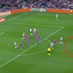 Barcelona was losing, but eventually scored 3 points.  The beautiful goal did not help Valencia [WIDEO] Pi³ka no¿na