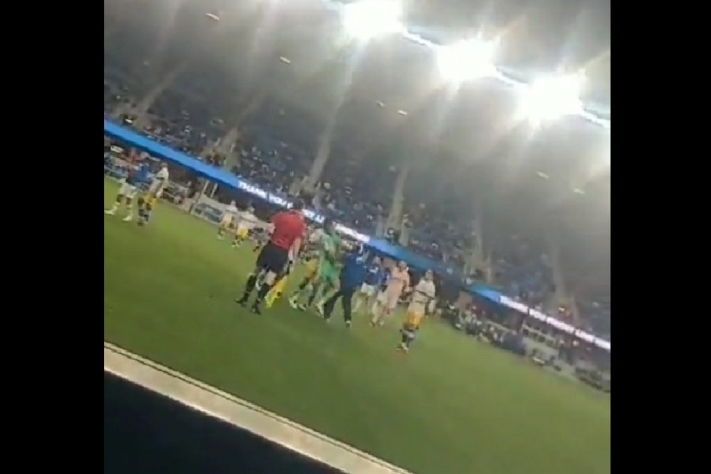 Different scenes in the American game.  A fan beats a football player.  Shooting on the field! [WIDEO]